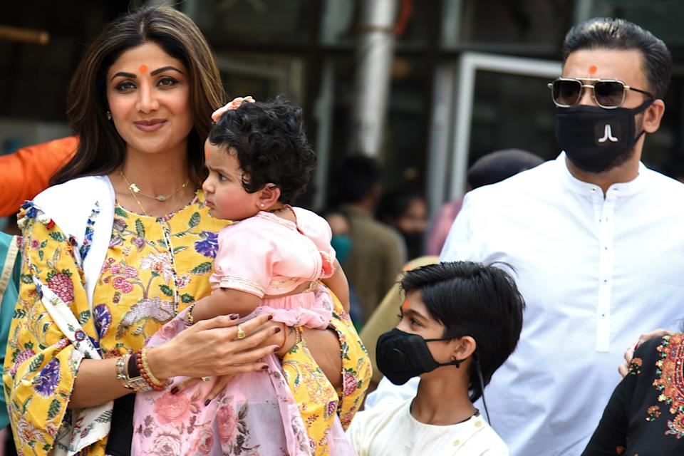 Bollywood actress Shilpa Shetty (L) along with her daughter Samisha (2L), son Viaan and husband Raj Kundra (R) visit the Shree Siddhivinayak Temple in Mumbai on February 15, 2021. (Photo by Sujit Jaiswal / AFP) (Photo by SUJIT JAISWAL/AFP via Getty Images)
