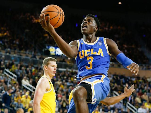 "<p>With about a month of college games in the bag and plenty of data to pore over, it's a good time to re-assess the 2018 NBA draft's top 60 prospects as conference play approaches.</p><p>While our <a href=""https://www.si.com/nba/nba-mock-draft-2018"" rel=""nofollow noopener"" target=""_blank"" data-ylk=""slk:Mock Draft"" class=""link rapid-noclick-resp"">Mock Draft</a> aims to project what the draft might look like on a given day of the season and factors in team needs, the Big Board serves as our own point of reference for the available player pool. These rankings are based on our own evaluations and conversations with NBA scouts, and establishes how we'd rate prospects in a vacuum (a scenario, of course, that will never actually happen). </p><p>Gifted Arizona center DeAndre Ayton remains atop our draft board, with Luka Doncic and Marvin Bagley a close second and third, respectively. High-scoring Oklahoma guard Trae Young moves into first-round territory, as does intriguing draft-eligible high schooler Anfernee Simons. The big picture remains extremely fluid. Here's how we see it.</p><p><em>(Note: Rankings and stats last updated Dec. 11).</em></p><h3>1. DeAndre Ayton, C, Arizona 