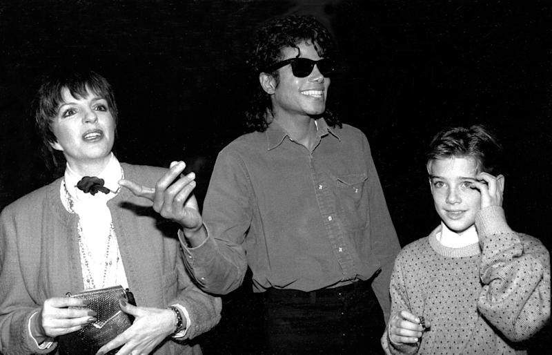 "James Safechuck (right), then 10, with Michael Jackson and Liza Minnelli in 1988. The original photo caption refers to Safechuck as Jackson's ""new friend."" (Photo: New York Daily News Archive via Getty Images)"