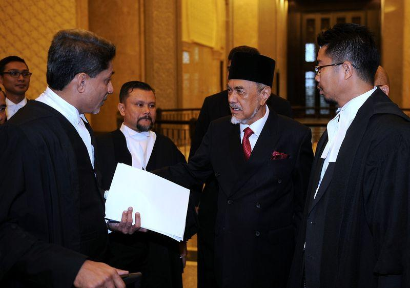 Sarawak State Assembly Speaker, Datuk Amar Mohamad Asfia Awang Nassar (second right) with his lawyers at the Court of Appeal in Putrajaya. — Bernama pic