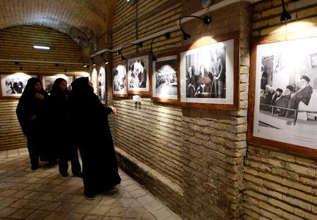 Iranian pilgrims look at the pictures of the late Iranian revolutionary leader Ayatollah Ruhollah Khomeini, at the former home of Khomeini in Najaf, Iraq February 9, 2019. Picture taken February 9, 2019.  REUTERS/Alaa al-Marjani