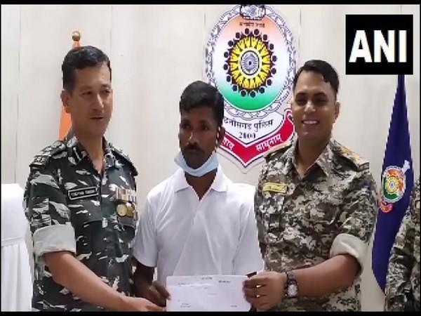 Chhattisgarh: Naxal carrying a reward of Rs 8 lakhs surrenders to police in Sukma [Photo/ANI]