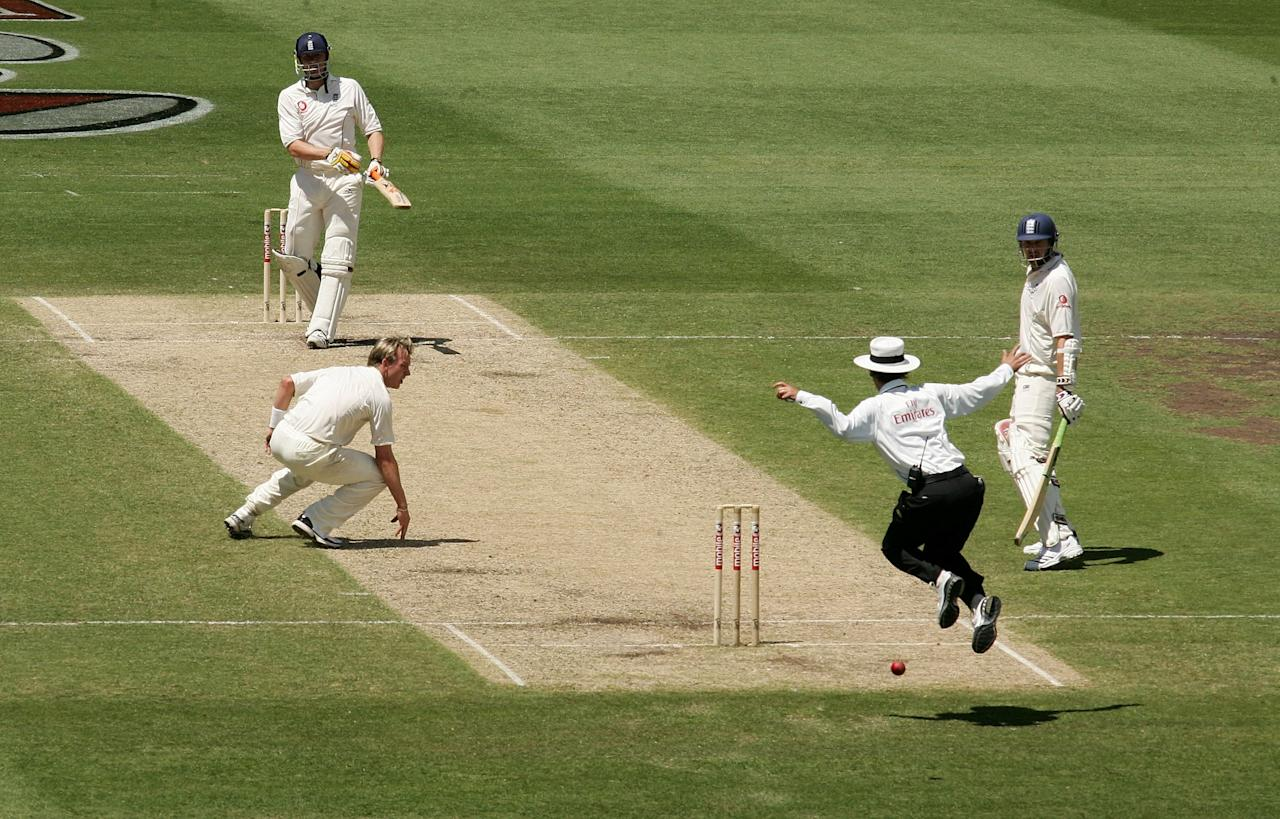 SYDNEY, AUSTRALIA - JANUARY 03: Umpire Billy Bowden (2nd R) jumps to avoid the ball hit by Andrew Flintoff (top) of England off Brett Lee (L) of Australia during day two of the fifth Ashes Test Match between Australia and England at the Sydney Cricket Ground on January 3, 2007 in Sydney, Australia.  (Photo by Hamish Blair/Getty Images)