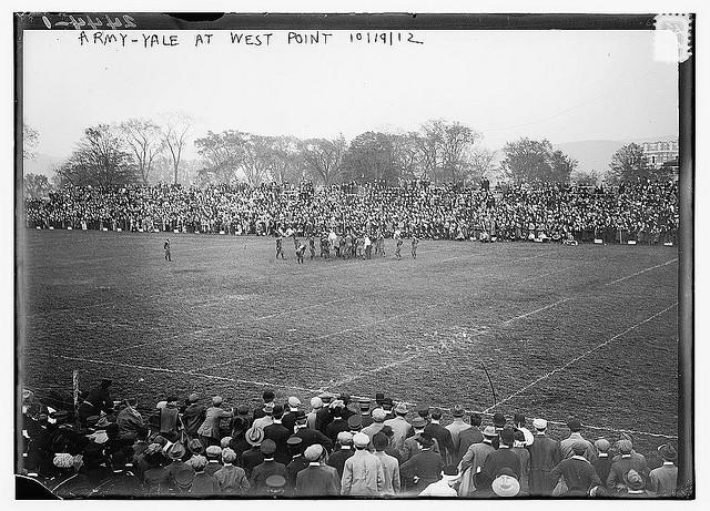 See How College Football Looked Different in 1910 [PICS]