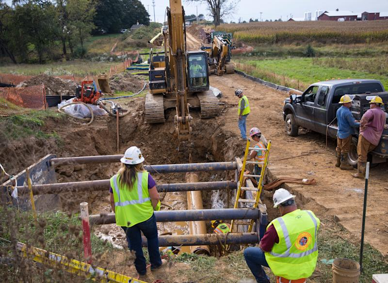 Contractors and welders work on the Pennsylvania section of the Williams Pipeline in 2017.  (Photo: Robert Nickelsberg via Getty Images)