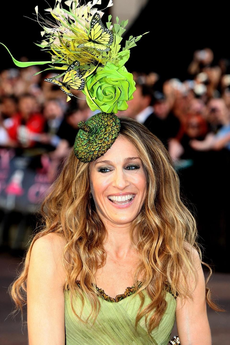 <p>Wearing a fascinator comprised of a giant acorn, roses, and butterflies, she outshone the floral center pieces at the London premiere of 'Sex And The City' in May 2008. </p>