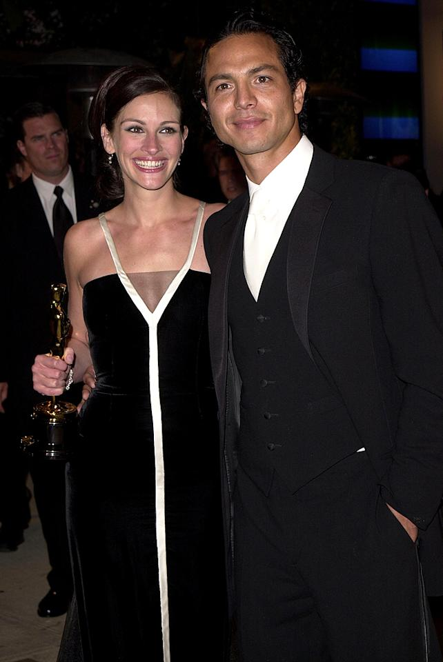 Julia Roberts & Benjamin Bratt (Photo by J. Vespa/WireImage)