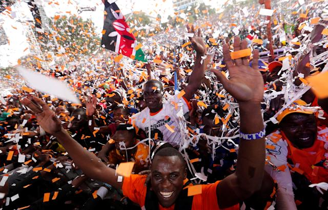 <p>Supporters of Kenyan opposition National Super Alliance (NASA) coalition cheer during their final campaign rally at the Uhuru park grounds in Nairobi, Kenya, Aug. 5, 2017. (Photo: Thomas Mukoya/Reuters) </p>