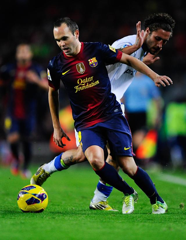 BARCELONA, SPAIN - NOVEMBER 17: Andres Iniesta of FC Barcelona (L) duels for the ball with Franco Zuculini of Real Zaragoza during the La Liga match between FC Barcelona and Real Zaragoza at Camp Nou on November 17, 2012 in Barcelona, Spain. (Photo by David Ramos/Getty Images)