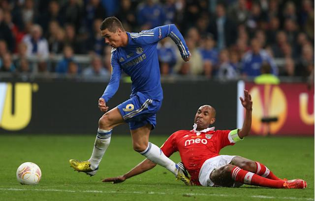 AMSTERDAM, NETHERLANDS - MAY 15: Fernando Torres of Chelsea breaks away from Luisao of Benfica to go on and score the opening goal during the UEFA Europa League Final between SL Benfica and Chelsea FC at Amsterdam Arena on May 15, 2013 in Amsterdam, Netherlands. (Photo by Scott Heavey/Getty Images)
