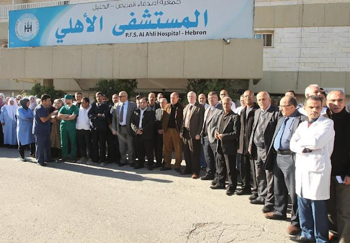 Palestinian doctors and staff of al-Ahli hospital protest after Israeli undercover agents raided the medical center overnight on November 12, 2015 in the West Bank town of Hebron (AFP Photo/Hazem Bader)