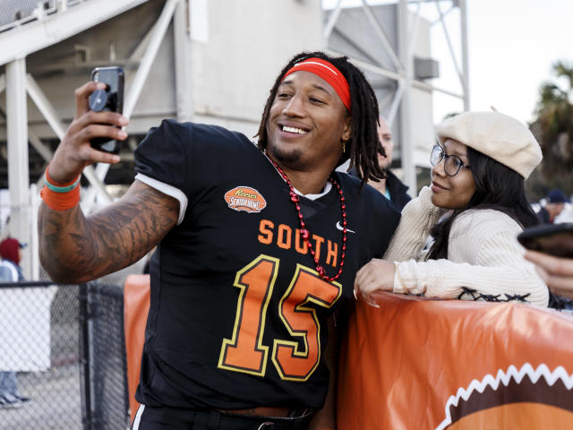 Tulsa defensive end Trevis Gipson takes a selfie after the Senior Bowl at Ladd-Peebles Stadium on Jan. 25, 2020 in Mobile, Alabama. (Photo by Don Juan Moore/Getty Images)