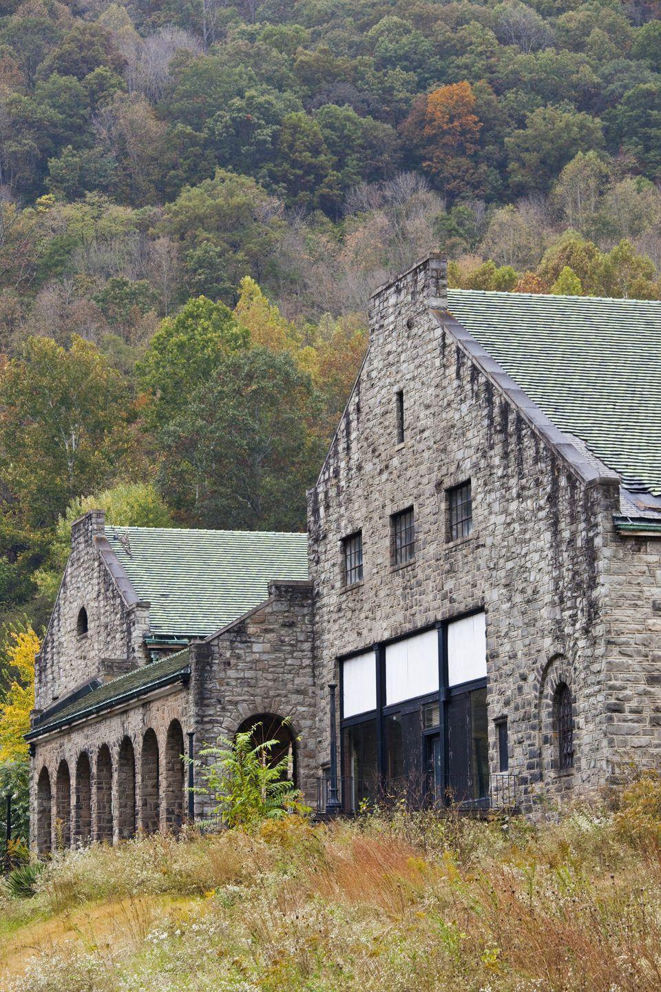 <p><strong>Population</strong><strong>:</strong> 5</p><p><br><br><br>This nearly abandoned coal mining town was the setting for the 1987 movie <em>Matewan</em>.<br></p>