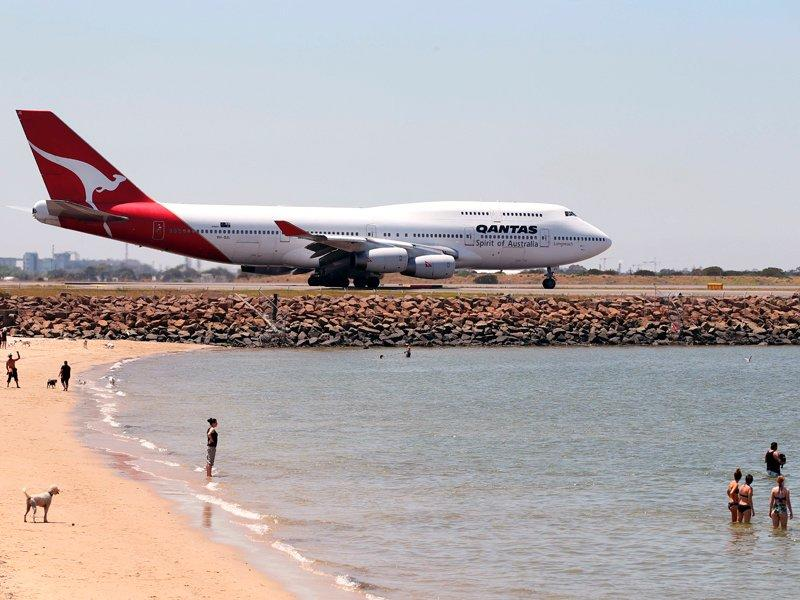 Qantas staff offered voluntary redundancy