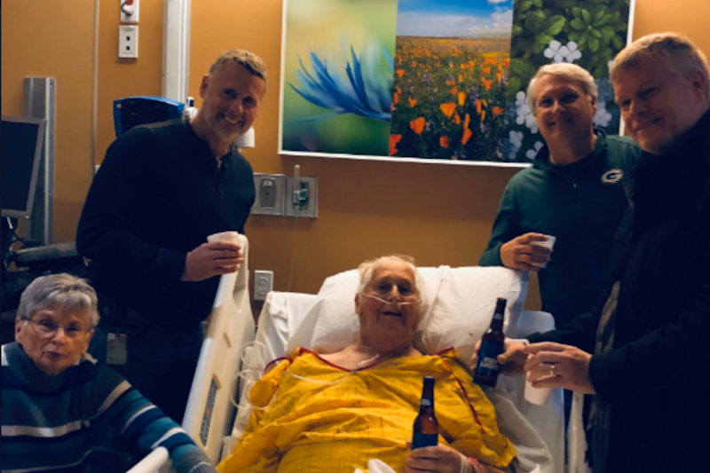 Dying Father Sharing Final Beer With Sons on Hospital Bed Has Brought 'Cheers' on Internet