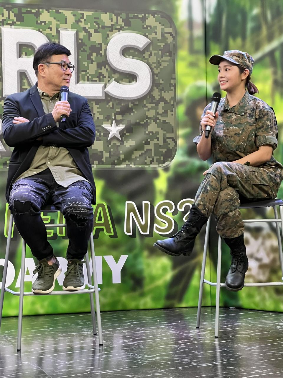 Filmmaker Jack Neo of J Team Productions; and actress Apple Chan, at a press conference for Neo's film Ah Girls Go Army on 29 Sept 2021. Chan will star as Lieutenant Zhang Xinyi in the film. (Photo: mm2 Entertainment)
