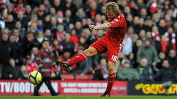 Liverpool's Dutch striker Dirk Kuyt scor