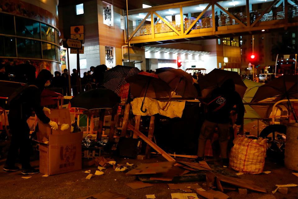 Anti-government protesters set up a barrier to block the road outside of a newly built residential building in Hong Kong that authorities planned to use as a quarantine facility, as public fears about the coronavirus outbreak intensify, in Hong Kong, China January 26, 2020. REUTERS/Tyrone Siu
