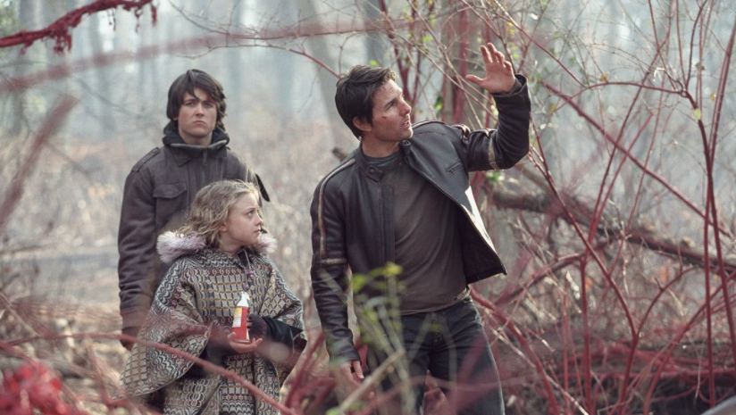 L-R: Justin Chatwin, Dakota Fanning, and Tom Cruise in War of the Worlds (Paramount/DreamWorks)