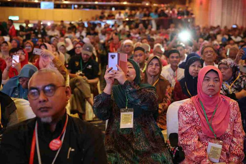 Kampung Baru residents attend a townhall meeting with Federal Territories Minister Khalid Samad in Kuala Lumpur September 21, 2019. ― Picture by Yusof Mat Isa