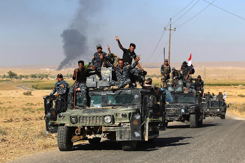 Iraqi government forces celebrate as they take the Havana oil field in the disputed northern province of Kirkuk from the Kurds on October 17, 2017 (AFP Photo/AHMAD AL-RUBAYE)