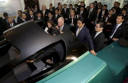 California Governor Jerry Brown (C) and Japanese Prime Minister Shinzo Abe get a demonstration of the JR-East Shinkansen train simulator at the Fairmont Hotel in San Francisco, California in this April 30, 2015 file photo.    REUTERS/Jeff Chiu/Pool