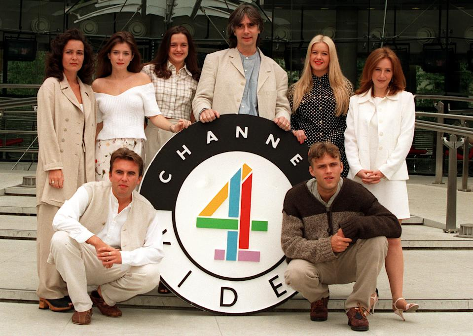 PA PHOTO 2/6/1995 BROOKSIDE CREATOR PHIL REDMOND WITH SOME OF THE YOUNG CAST OF THE CHANNEL 4 SOAP OPERA TO LAUNCH BROOKSIDE VIDEO. L-R RACHEL LINDSAY, ANNA FRIEL, DIANE BURKE, REDMOND, ALEXANDRA FLETCHER & NICOLA STEPHENSON. FONT ROW DANNY MCCALL & PAUL BYATT.