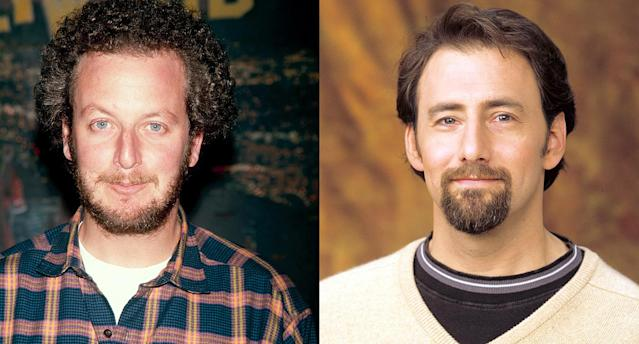Daniel Stern, left, narrated <em>The Wonder Years</em> except for the aired pilot, which included voice-over by actor Arye Gross (right). Gross would later star on the sitcom <em>Ellen.</em>(Photo: Getty Images)