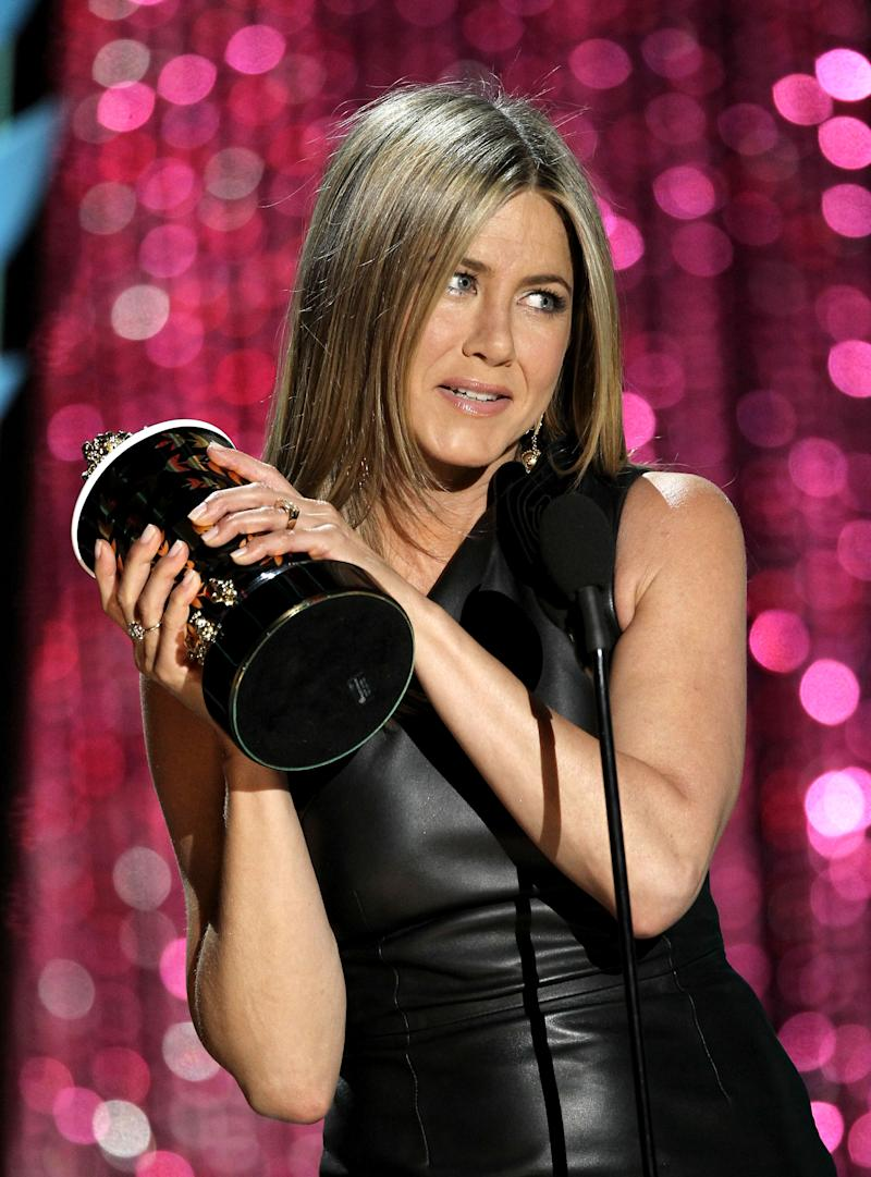 Jennifer Aniston accepts the award for best on-screen dirtbag at the MTV Movie Awards on Sunday, June 3, 2012 in Los Angeles. (Photo by Matt Sayles/Invision/AP)