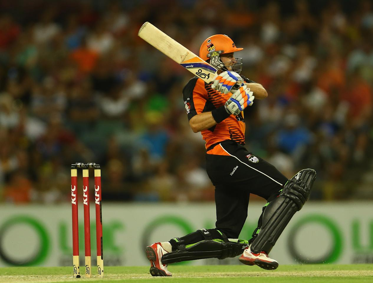 PERTH, AUSTRALIA - JANUARY 19:  Michael Hussey of the Scorchers bats during the Big Bash League final match between the Perth Scorchers and the Brisbane Heat at WACA on January 19, 2013 in Perth, Australia.  (Photo by Robert Cianflone/Getty Images)