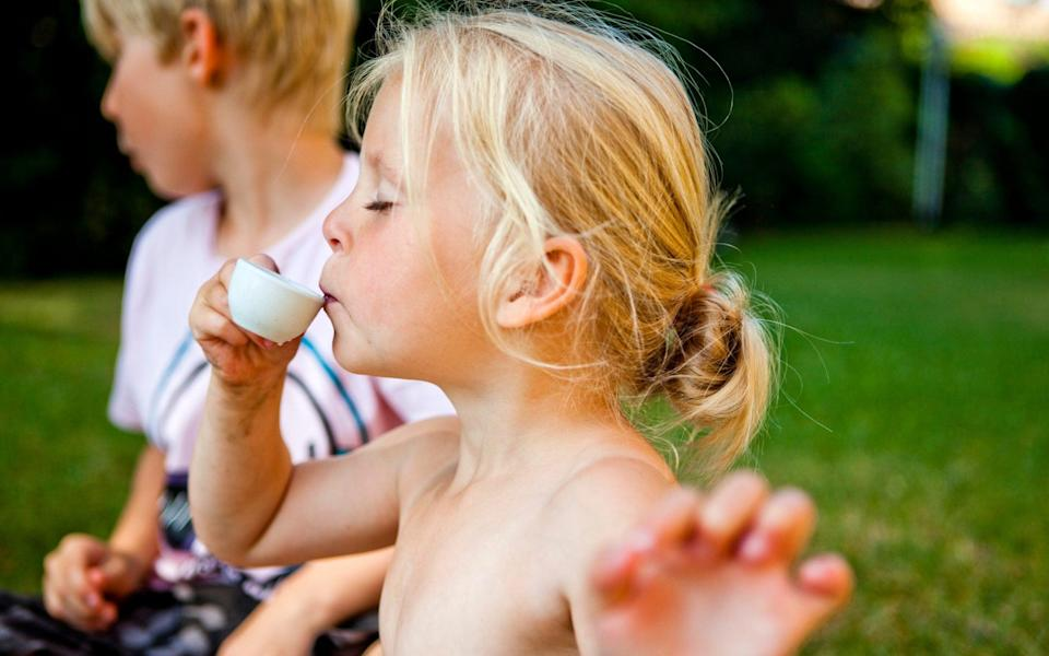 drinking from tea set in the garden - The Image Bank RF