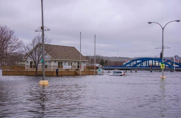 Storm surges, such as this one in Liverpool, N.S., in 2018, are expected to increase in years to come due to climate change.  (Ken Veinot/Canadian Press - image credit)