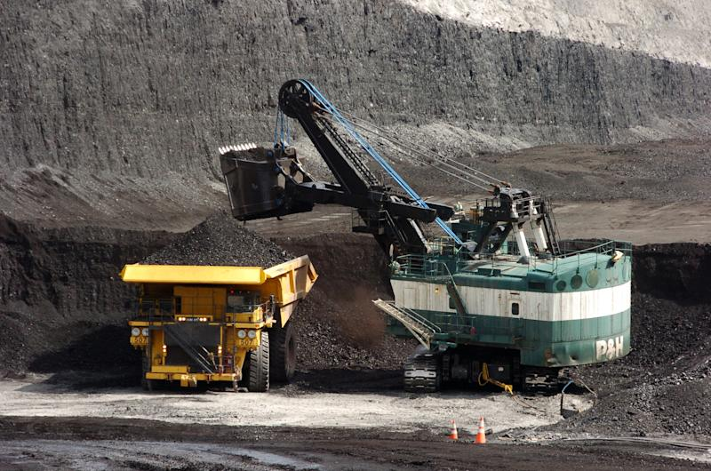 Feds approve 1.4B ton coal deal with Crow Tribe