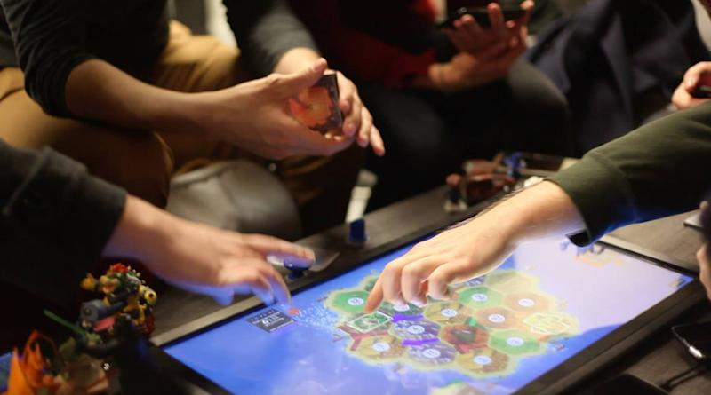 blockchain playtable catan
