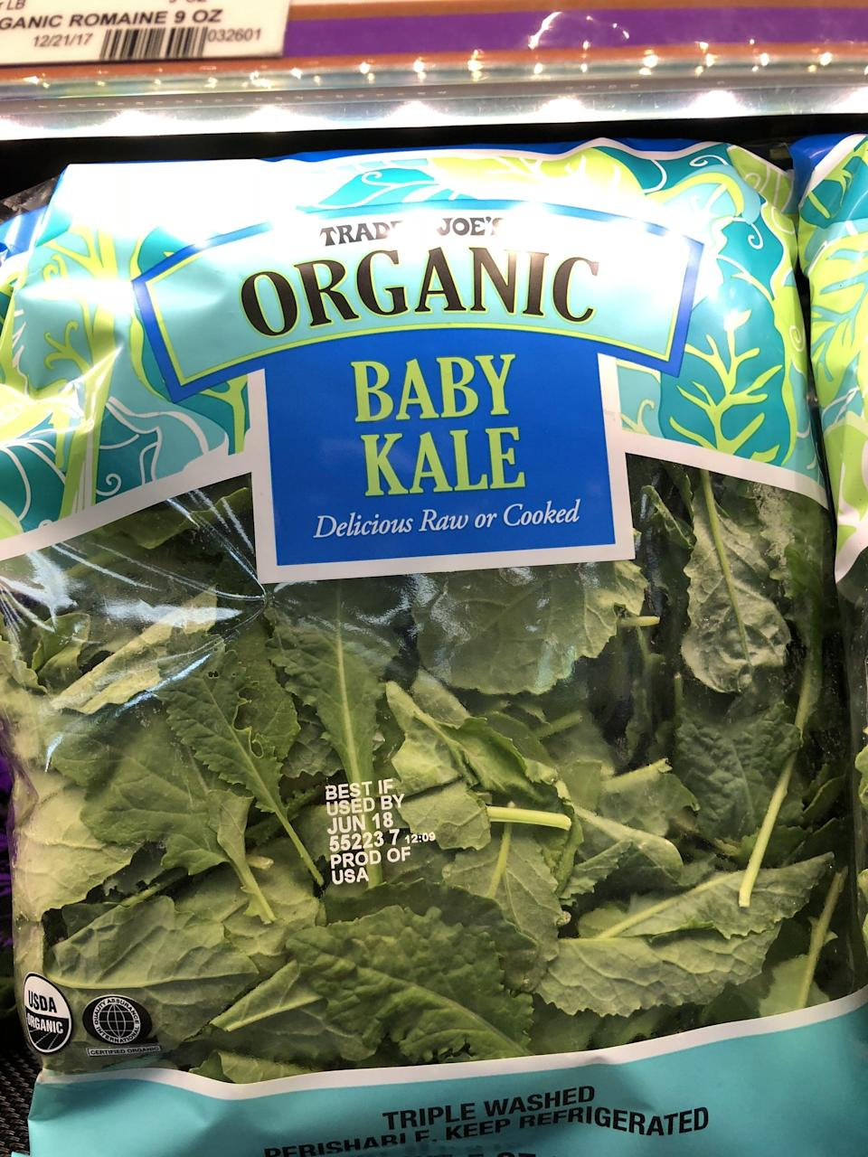 <p>Much easier than dealing with bunches of regular kale that you need to wash and chop, just add handfuls of this baby kale to mason jars for an easy-to-make salad base.</p>