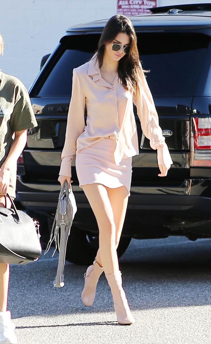 LOS ANGELES, CA - NOVEMBER 21: Kendall Jenner is seen on November 21, 2015 in Los Angeles, California. (Photo by SMXRF/Star Max/GC Images)