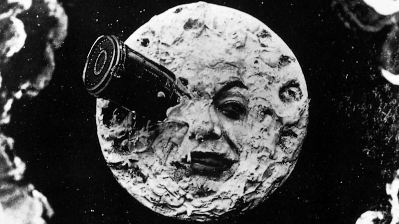 SpaceX Already Booked Tourists For Trip Around the Moon