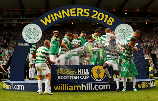 Soccer Football - Scottish Cup Final - Celtic vs Motherwell - Hampden Park, Glasgow, Britain - May 19, 2018 Celtic players celebrates with the trophy after winning the Scottish Cup Action Images via Reuters/Jason Cairnduff