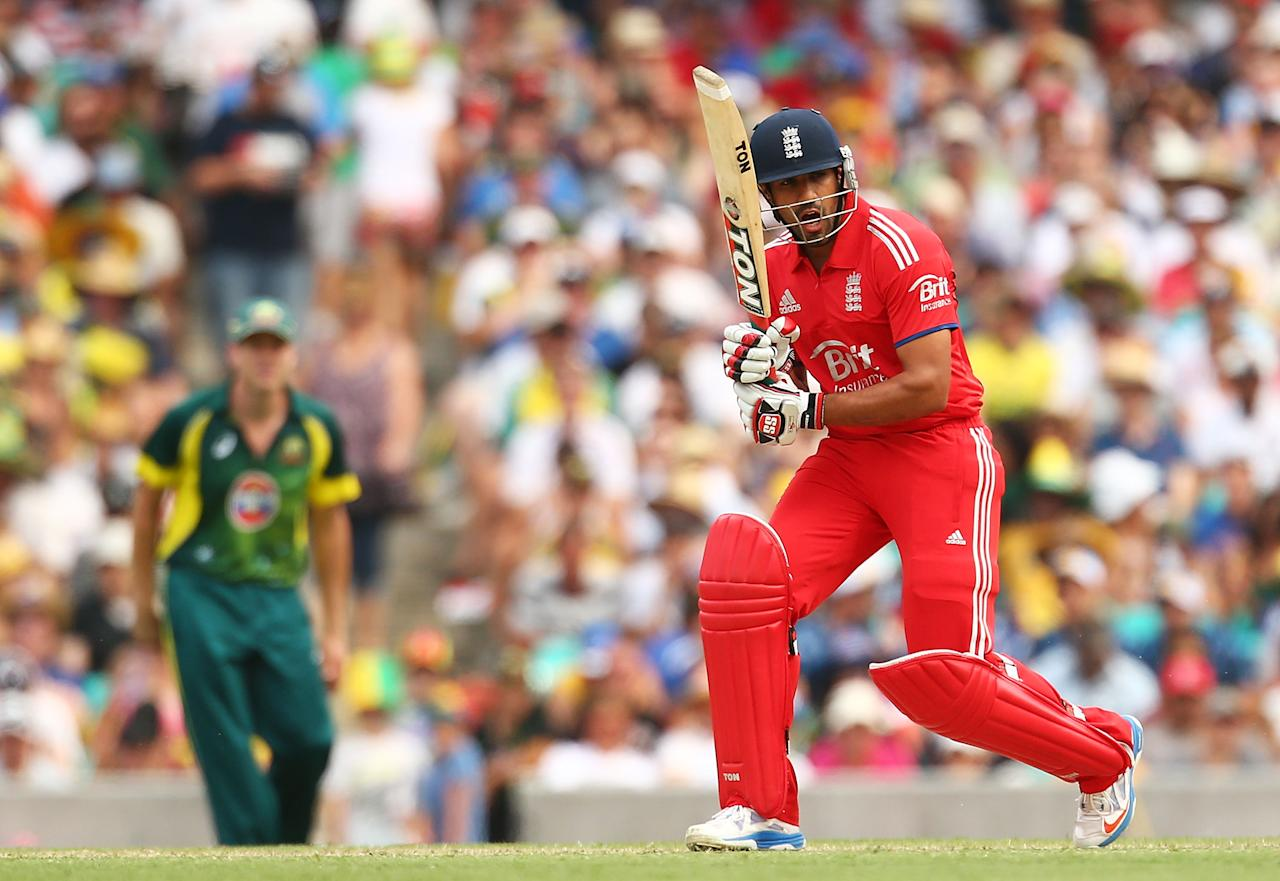 SYDNEY, AUSTRALIA - JANUARY 19: Ravi Bopara of England bats during game three of the One Day International Series between Australia and England at Sydney Cricket Ground on January 19, 2014 in Sydney, Australia.  (Photo by Mark Nolan/Getty Images)