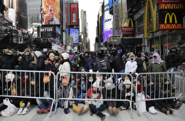 <p>Spectators gather ahead of the New Year's Eve celebration in Times Square in New York, on Sunday, Dec. 31, 2017. New Yorkers, celebrity entertainers and tourists from around the world will pack into Times Square for what's expected to be a flashy but frigid celebration marking the start to the new year. (Photo: Peter Morgan/AP) </p>
