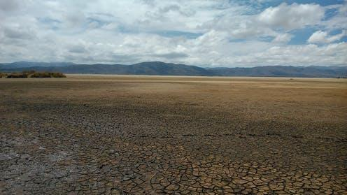 "<span class=""caption"">Lake Poopó at a low point in early 2016.</span> <span class=""attribution""><span class=""source"">Chiliguanca / flickr</span>, <a class=""link rapid-noclick-resp"" href=""http://creativecommons.org/licenses/by-sa/4.0/"" rel=""nofollow noopener"" target=""_blank"" data-ylk=""slk:CC BY-SA"">CC BY-SA</a></span>"