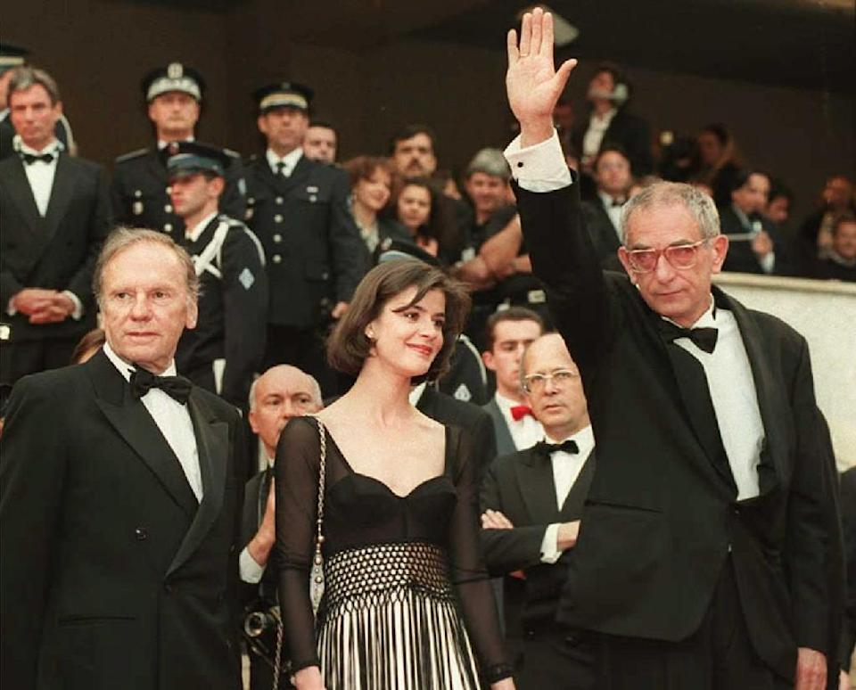 File photo of Polish film director Krzysztof Kieslowski (R) waving to fans from the steps of the Palais des Festivals in Cannes, in 1994 (AFP Photo/Files)