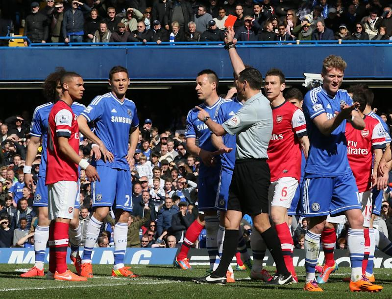 Premier League ref appears to eject wrong player