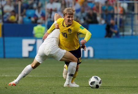 Soccer Football - World Cup - Group F - Sweden vs South Korea - Nizhny Novgorod Stadium, Nizhny Novgorod, Russia - June 18, 2018 Sweden's Emil Forsberg in action with South Korea's Lee Jae-sung REUTERS/Carlos Barria