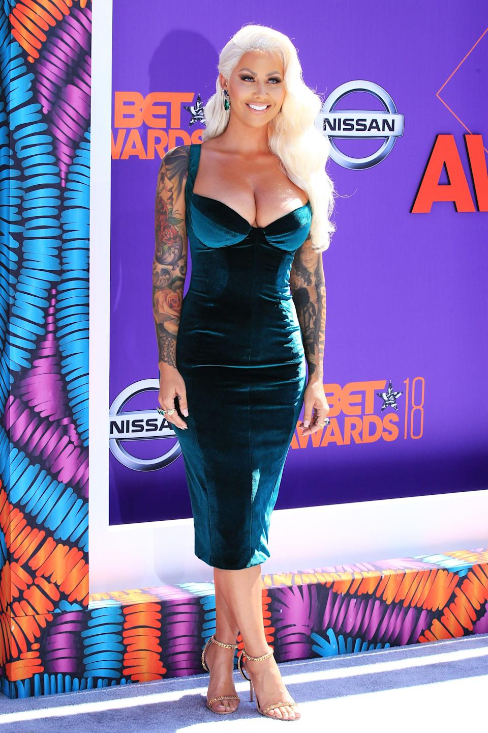 "<p>This new platinum 'do on Amber Rose goes almost too well with her old-Hollywood velvet dress.</p><span class=""copyright"">Photo: Leon Bennett/Getty Images.</span>"