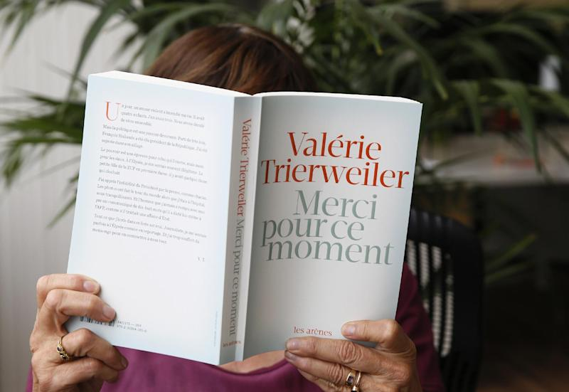 "A woman reads the book by French President former partner Valerie Trierweiler entitled ""Merci pour ce moment"" (Thanks you for this moment) after its release on September 4, 2014 in Paris"