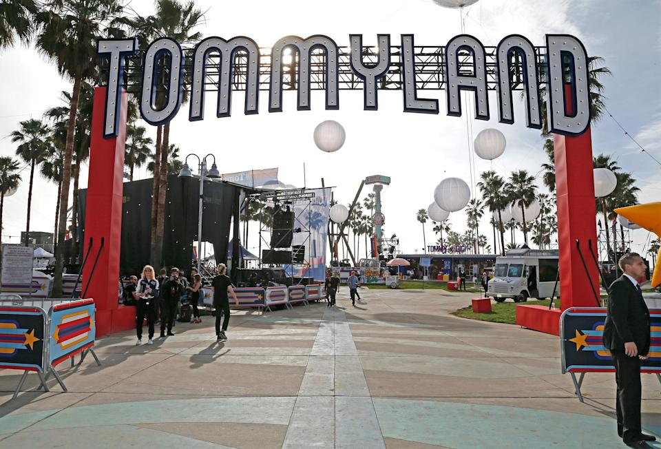 <p>Hadid and Hilfiger set up a similar carnival theme as before with fairground rides, food stalls and acts including unicyclists, drummers and flamethrowers.<br><i>[Photo: Getty]</i> </p>