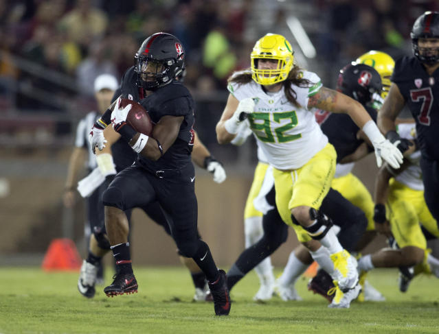 """Stanford's <a class=""""link rapid-noclick-resp"""" href=""""/ncaaf/players/257525/"""" data-ylk=""""slk:Bryce Love"""">Bryce Love</a> (20) breaks free for a long touchdown against Oregon, Saturday, Oct. 14, 2017, in Stanford, Calif. (AP Photo/D. Ross Cameron)"""