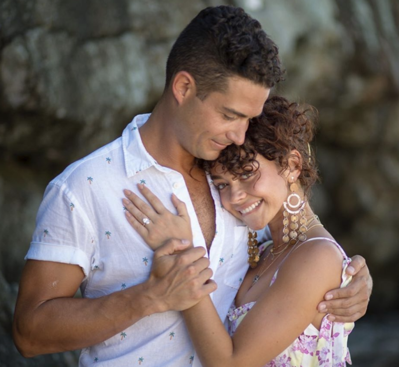 Wells Adams and Sarah Hyland are engaged. (Photo: Sarah Hyland via Instagram)