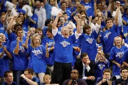 Aubrey McClendon (C) in the finals seconds against the Los Angeles Lakers in Game 3 of their Western Conference playoff series in Oklahoma City, April 22, 2010. REUTERS/Bill Waugh